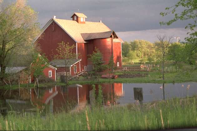 A red barn, kodimg22.png, from The Kodak Colorset.