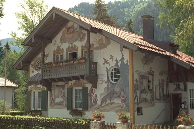 A house, kodimg24.png, from The Kodak Colorset.